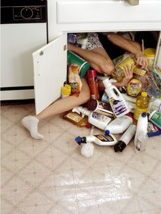 Clutter San Francisco-based photographer Lee Materazzi shoots photographs of people whose bodies are stuffed uncomfortably into random spaces. Narrative Photography, Conceptual Photography, Film Photography, Fashion Photography, Underwater Photography, White Photography, Street Photography, Landscape Photography, Nature Photography
