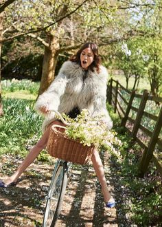 Alexa Chung is Bazaar's July cover star Hipster Fashion Summer, Trendy Fashion, Fashion News, Korean Fashion, Fashion Outfits, Alexa Chung, Street Casual Men, Romantic Outfit, Style Casual