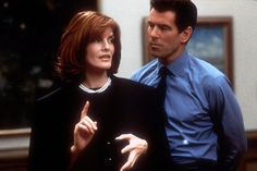 Thomas Crown and Catherine Banning (by Pierce Brosnan and Rene Russo) - The Thomas Crown Affair Rene Russo, Thomas Crown Affair, Elle Blogs, Romantic Films, Cinema, Pierce Brosnan, Casual Elegance, Hair Today, Her Hair