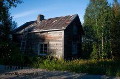 Old house in the village of Kaukonen, in the municipality of Kittilä in Finnish Lapland. Photo by Jani Kärppä. #filmlapland #finlandlapland #arcticshooting