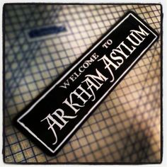 Welcome to Arkham Asylum Sign The sign blank is black aluminum with white vinyl graphics. Suitable for indoor or outdoor use. The size when displayed is 6 tall x 24 long. Arkham City, Arkham Asylum, Harley Quinn Et Le Joker, Batman Room, Arte Dc Comics, Batman Party, Batcave, The Villain, Dark Knight