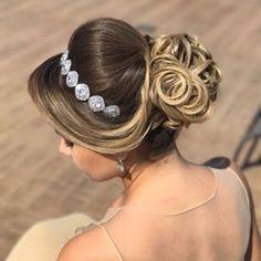 Discover penteadossonialopes's Instagram Coque que as noivas amam ❤️ #PenteadosSoniaLopes ✨ . . . #sonialopes #cabelo #penteado #noiva #noivas #casamento #hair #hairstyle #weddinghair #wedding #inspiration #instabeauty #beauty #penteados #novia #tranças #inspiração #noivasmaceio #maceio #lovehair #videohair #curl #curls #trança #cabeleireiros #peinado #alagoas #noivassp #coque 1582853778805360811_1188035779