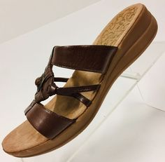 a4f8acf44c71 Bare Traps Womens Brown Size 7.5M Jeanelle Leather T-Strap Medallion Sandals   fashion