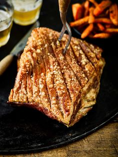 Pork crackling Best Pork Crackling, Crackling Recipe, Pork Belly Crackling, Roasted Pork Belly Recipe, Pork Belly Recipes, Easy Apple Sauce, Perfect Roast Pork, Slow Roast Pork, Roasting Tins