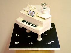 novelty-piano lo res.  Get  #Cake #Decorating #Tips Using #Online Cakes Decoration #Courses on http://CakeDecoratingCoursesOnline.com