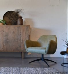 Draaifauteuil Niek in olijfgroen leer en met zwarte voet - Woonwinkel Alle Pilat Le Pilates, Accent Chairs, Armchair, Sweet Home, Relax, Lounge, Living Room, Furniture, Design