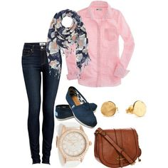 This outfit is perfect. I love the navy and light pink, very casual, very girl.