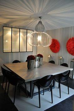 et pourquoi pas une table carr e 8 personnes a voir. Black Bedroom Furniture Sets. Home Design Ideas