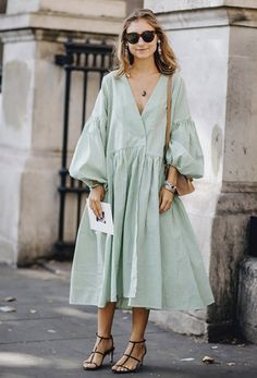 style inspiration 38 Spring Outfits That Aren't Just Floral Dresses – Fond / Of you can find similar pins below. We have brought the best of the follo. Look Fashion, Fashion Outfits, Womens Fashion, Fashion Design, Jackets Fashion, Fashion Black, Fashion Weeks, Petite Fashion, French Fashion