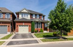 Amy Flowers - Milton Real Estate Agent   664 Irving Terrace W2926373