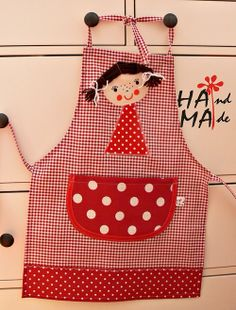 apron for girls Sewing Class, Love Sewing, Sewing For Kids, Sewing Aprons, Sewing Toys, Couture Bb, Childrens Aprons, Apron Designs, Cute Aprons