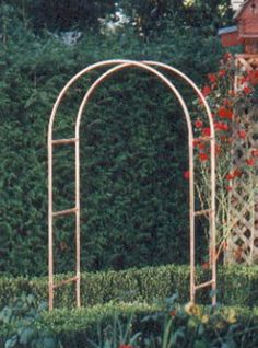 Another copper tubing garden project - Modern Garden Arbor, Garden Yard Ideas, Garden Doors, Garden Projects, Garden Spaces, Diy Projects, Arch Trellis, Diy Trellis, Garden Trellis