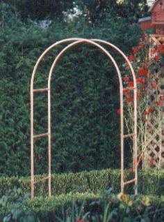 Another copper tubing garden project - Modern Garden Arbor, Garden Yard Ideas, Garden Doors, Garden Gates, Garden Projects, Arch Trellis, Diy Trellis, Garden Trellis, Plant Trellis