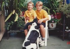 Chris and Liam Hemsworth, young and cute 😍🤗 Liam Y Chris Hemsworth, Liam Hamsworth, Chris Hemsworth Children, Elsa Pataky, Famous Celebrities, Celebs, Hemsworth Brothers, Childhood Photos, Sick Kids