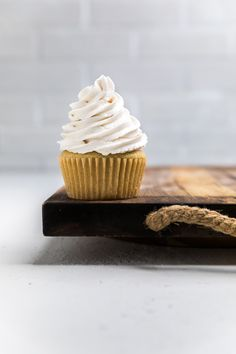 All you need is 9 ingredients to make the best vegan vanilla cupcakes. So easy to make and goes perfectly with our vegan buttercream or vegan chocolate frosting. The choice is yours! Dairy Free Vanilla Frosting, Vegan Chocolate Frosting, Vegan Vanilla Cupcakes, Best Vegan Chocolate, Dairy Free Chocolate, Vegan Buttercream, Vegan Coconut Cake, Vegan Carrot Cakes, Vegan Sugar