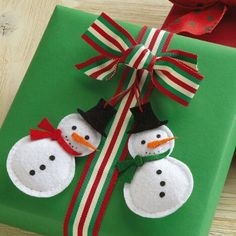 Make your gifts standouts! You get 4 of each felt snowman design, complete with hanging loop, accents, and painted details. Felt Snowman, Snowman Crafts, Homemade Christmas, Christmas Crafts, Christmas Ornaments, Christmas Ideas, Crafts To Make, Arts And Crafts, Christmas Gift Wrapping