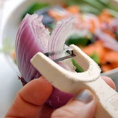 Cooking Tips and Tricks...awesome way to make onion slices! Makes cooking so much easier and flavors taste better