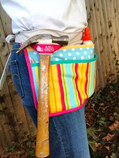 Utility apron tutorial that could work for my astronomy/work apron Sewing Hacks, Sewing Tutorials, Sewing Patterns, Crochet Patterns, Fabric Crafts, Sewing Crafts, Sewing Projects, Diy Projects, Diy Crafts