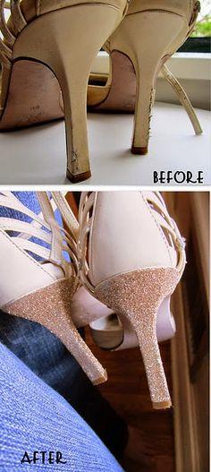 DIY: reparar unos zapatos con purpurina y pegamento | Aprender manualidades es facilisimo.com