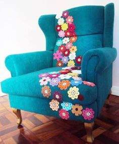 Crafty finds for your inspiration! No 8 is part of Crochet home decor - Once again, here is collection of my favorite crafty finds! Funky Furniture, Shabby Chic Furniture, Painted Furniture, Furniture Design, Crochet Home Decor, Diy Home Decor, Crochet Decoration, Couch Repair, Take A Seat