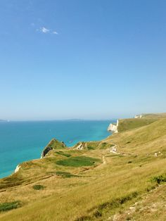 Jawdropping gorgeous scenery looking over towards Durdle Dor. Love walking here  with my family every Summer in Dorset :)