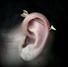 An Arrow Shot Through: industrial piercing. Would never do it, but it looks cool. Love Is In The Air, My Love, Industrial Earrings, Industrial Piercings, Industrial Barbell, Types Of Ear Piercings, Facial Piercings, Piercings For Girls, Arrow Earrings