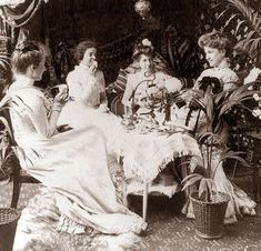 Bring back the elegance of a traditional Victorian afternoon tea with serving tips and recipes for a Victorian tea party. Belle Epoque, Vintage Pictures, Old Pictures, Old Photos, Victorian Tea Party, Victorian Era, Victorian Ladies, Edwardian Era, Victorian History