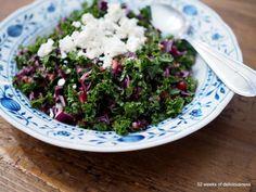 Lehtikaali-fetasalaatti // Kale & Feta Salad Food & Style Anne Pfitzner, 52 Weeks of Deliciousness Photo Anne Pfitzner www. Vegetarian Recipes, Healthy Recipes, Healthy Meals, Healthy Food, Feta Salad, My Cookbook, Fodmap, I Love Food, Kale