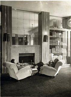 Adolf Loos e ignoto seduti nella filiale Knize a Parigi, 1927