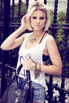 Looking for gorgeous short blunt bob haircuts for women? Find a full photo gallery with styling ideas of short blunt bob haircuts. Pick your style today. Blunt Bob Haircuts, Bob Haircuts For Women, Short Blunt Haircut, Short Blunt Bob, Modern Haircuts, Popular Short Haircuts, Short Straight Hairstyles, Corte Y Color, 2015 Hairstyles
