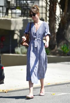 July Dakota Johnson in Los Angeles Estilo Dakota Johnson, Dakota Johnson Street Style, Dakota Style, Dakota Mayi Johnson, Celebrity Outfits, Celebrity Style, Celebrity Closets, Models, Mode Style