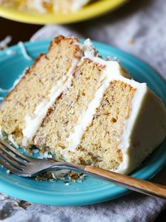 This is THE Best Banana Cake recipe! It's so soft, easy to make and perfectly sweet! Top it with cream cream cheese frosting! Delicious Cake Recipes, Best Dessert Recipes, Fun Desserts, Sweet Recipes, Yummy Food, Delicious Snacks, Fun Recipes, Popular Recipes, Yummy Cakes