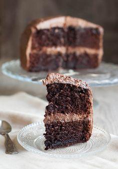 Σοκολατένιο Κέικ, Υπέροχο και Πανεύκολο - Easy Chocolate Cake with Cream Cheese Frosting. The Foodie Corner www.thefoodiecorner.gr