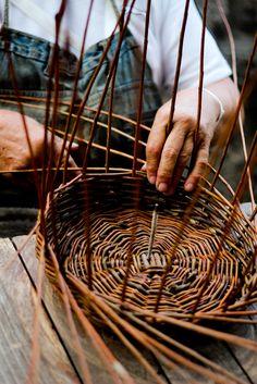 Beginning of a basket. rusticmeetsvintage:    by TommyP   (via known-stranger)