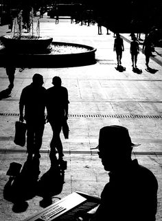 121clicks.comInspiring Street Photography by Lukas Vasilikos - 121Clicks.com