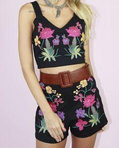 zpr Mto amor por esse conjunto bordado ❤️❤️ peças vendidas separadamente 😊 PREÇOS POR DIRECT !!!!! Enviamos para todo Brasil e exterior . Compre pelo nosso site Www.espacolz.com.br Whats App : 📌 (31) 98762-5833 📌 (31) 99250-5031 📌 (31) 99218-7456 #fashion#ecommerce#comprasonline#summer17#verao17#novidades#short#cropped