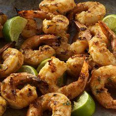 /Rezept/Fisch-und-Schalentiere/Knoblauch-Shrimps-mit-Erdnuss-Limetten-Marinade.  ------------Zutaten für 4 Personen   750 g große Garnelen, geschält und entdarmt 1 m.-große Limette, in Spalten geschnitten 60 ml Erdnussöl 60 ml Sojasauce, salzarm 3 EL Erdnüsse, ungesalzen ½ TL Limettenschale (Bio), gerieben 2 EL Limettensaft 2 EL geröstetes Sesamöl 2 EL frische Basilikumblätter, grob gehackt 2 EL frischer Ingwer, grob gehackt 1 große Knoblauchzehe, grob gehackt 1 TL Hot…