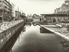 La Darsena immaginata 50 anni fa! Buona domenica a tutti! #milano #darsena #naviglio #loves_united_milano #vivomilano #bnw_demand #bnw_captures #lombardia_bnw #amateurs_bnw #milanodavedere #acqua #riflesso #bnw #ig_milano #top_lombardia_photo #loves_milano #city #italia #italy #lombardia #igerslombardia #gente #passeggio #milanoanni50 by save0508