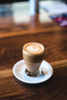 Great ways to make authentic Italian coffee and understand the Italian culture of espresso cappuccino and more! Coffee Latte Art, Cappuccino Coffee, Cappuccino Machine, Coffee Cozy, I Love Coffee, Coffee Break, My Coffee, Coffee Drinks, Coffee Time