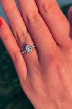 Halo diamond engagement rings are timelessly stunning. Made up of a centre diamond surrounded by a frame of even more diamonds, a halo engagement ring could be anyone's dream engagement ring.