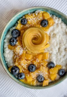 Vegan coconut milk rice with mango variations and blueberries – Famous Last Words Paleo Dessert, Vegan Sweets, Healthy Sweets, Healthy Food, Rice Recipes For Dinner, Breakfast Recipes, Coconut Milk Rice, Food Test, Fish Dishes