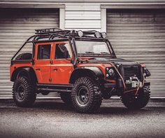 """Land Rover Defender 110 DSCH Td4- """"Spectre Edition"""" in Orange."""