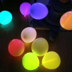 Hoy os traemos una idea súperdivertida para vuestra fiestas... a partir de estos globos luminosos que hoy os presentamos podréis organizar juegos y todo tipo de decoración festi...
