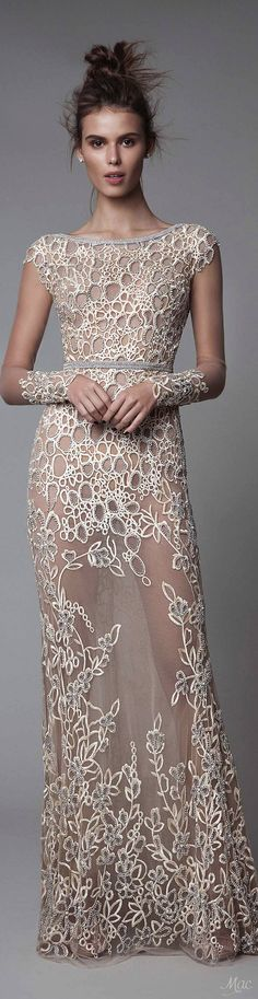 Fall/Winter 2017 BERTA perhaps not in public or maybe an underlayer. Moda Fashion, Fashion 2017, Couture Fashion, Runway Fashion, Fashion Beauty, Fashion Dresses, Elegant Dresses, Nice Dresses, Glamour