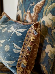 All Things Farmer: Cashiers is my Happy Place - The 2013 Designers Showhouse Blue Brown, Blue And White, Yellow, Betty Blue, Kind Of Blue, Caramel Color, Toss Pillows, Southern Style, My Happy Place