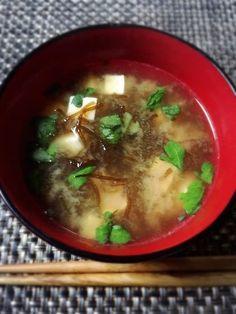 定番酢の物から天ぷらまで♪夏になる前に旬でいただきたい「もずく」の ... お味噌汁の具として使ってもいいですね。もずくのとろみが