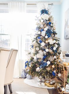 Give your Christmas home the elegant touch. Here are Elegant Christmas Home Decor ideas. These Christmas decors are simple, DIY Decors which you can do. Elegant Christmas Trees, Silver Christmas Decorations, Silver Christmas Tree, Christmas Tree Themes, Christmas Colors, Christmas Home, White Christmas, Christmas Lights, Christmas Cactus