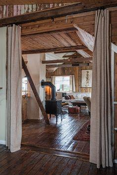Im nordischen Design ist Tradition mindestens so wichtig wie Minimalismus. Perfekt vereint hat diese zwei Extreme der Designer Hálfdan Larús Pedersen in seinem Haus auf Island.