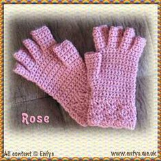 Easy Fingerless Mitts Free Crochet Pattern | Crochet fingerless gloves