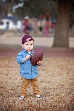2 Year Old Baby Photography Toddler Boy Photography, Little Boy Photography, Photography Props Kids, Fall Baby Pictures, Boy Pictures, Baby Photos, Family Photos, Toddler Boy Photos, 2nd Birthday Pictures